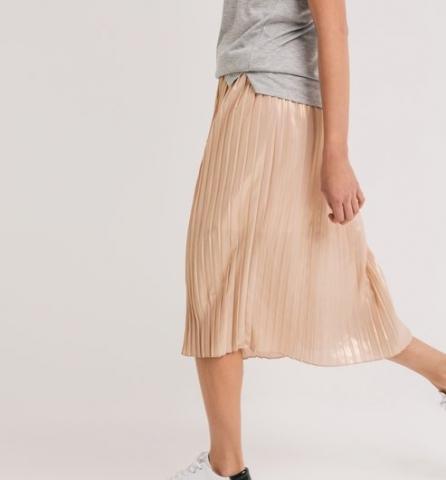 65fd1e8f0b9359 Promod - Jupe midi plissée lamée Pêche - Clickndress #Taille #Morpho  #Conseil #Kif